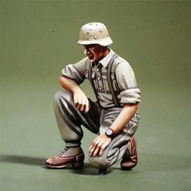 WWII DAK Panzer crew kneeling