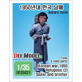 Refugees (2) Korean war 1950/51 Sister and Brother 1/35